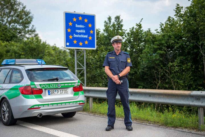 Beamte der Grenzpolizei wurden auf den Wagen aufmerksam. (Symbolbild)