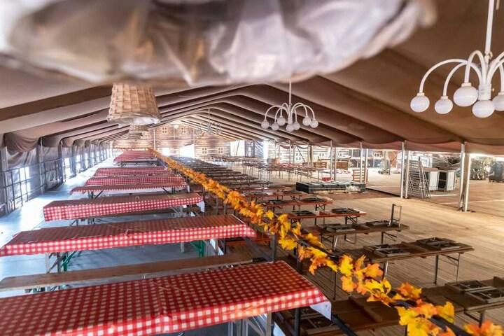 Im Festzelt ist Platz für mehr als 1000 Gäste.
