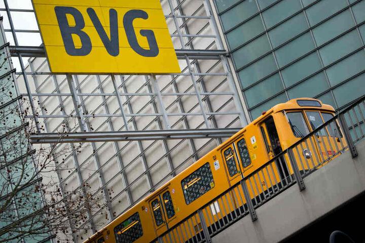 Verdi will am Dienstag das Arbeitgeberangebot der BVG prüfen (Symbolbild).
