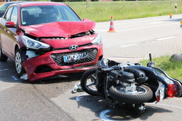 Der Rollerfahrer kam nach dem Unfall in ein Krankenhaus, erlag dort jedoch seinen Verletzungen.