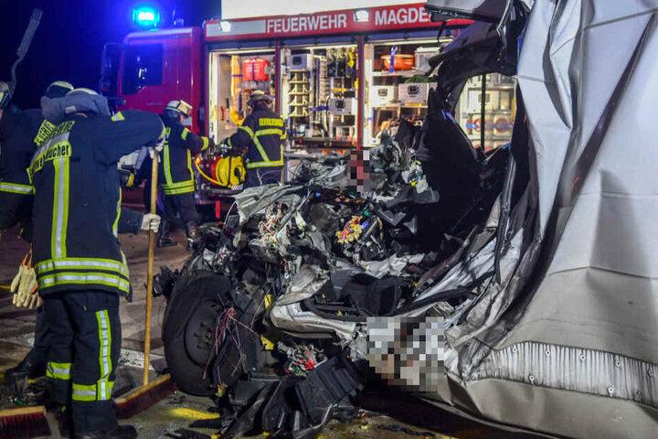 Für den Fahrer kam jede Hilfe zu spät, er war sofort tot.