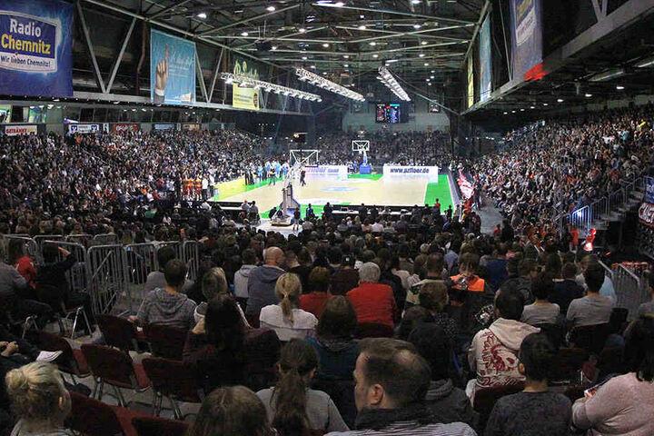 Welch eine Atmosphäre in der Chemnitz Arena. Das Basketball-Match war eine perfekt organisierte Veranstaltung.