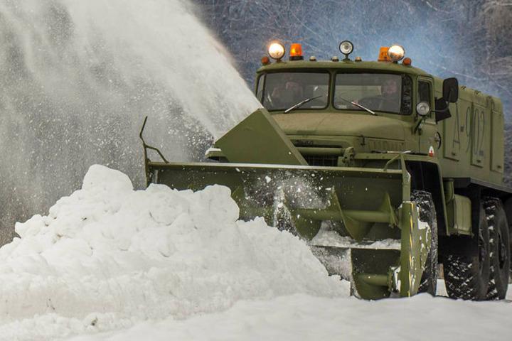 Mit dieser von einem T-34-Panzer-Motor angetriebenen Schneefräse sorgten die Erzgebirger im Winter für Furore.