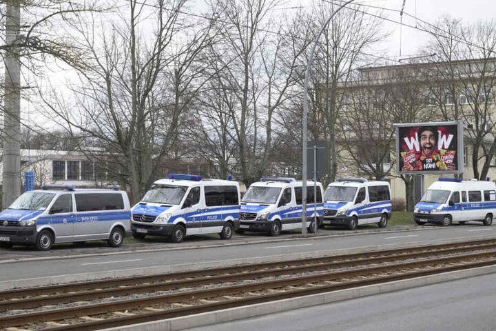 Polizeiaufgebot an der Annaberger Straße.
