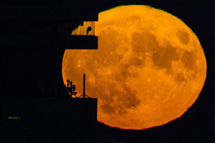 Den nächsten Super-Neumond gibt's am 13. Juli 2018 um 04:47 Uhr MESZ... So schien im vergangenen Jahr der Mond über Berlin.