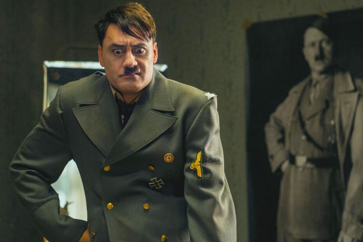 Adolf Hitler (Taika Waititi) ist Jojos imaginärer Freund.