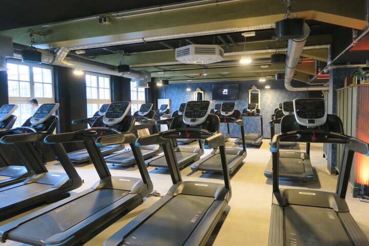 Und auch an Laufbändern scheint es im neuen Fitnessstudio nicht zu fehlen.