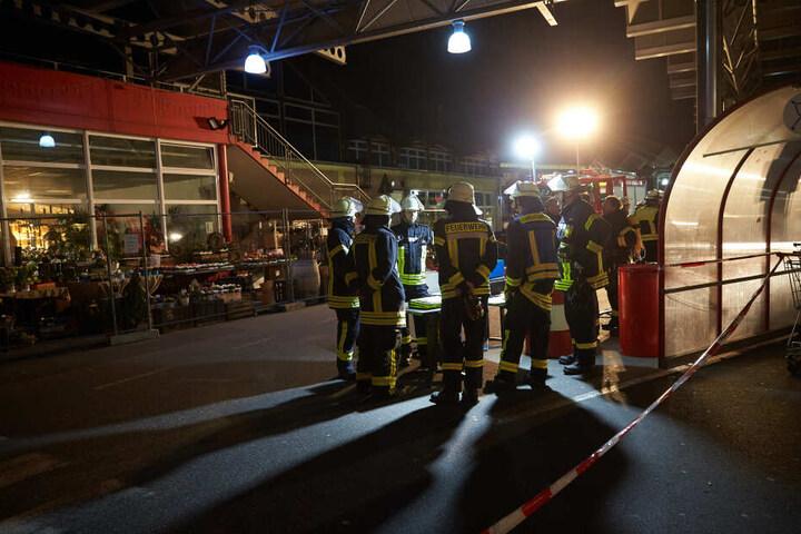 Inzwischen seien 55 Menschen als verletzt gemeldet worden.
