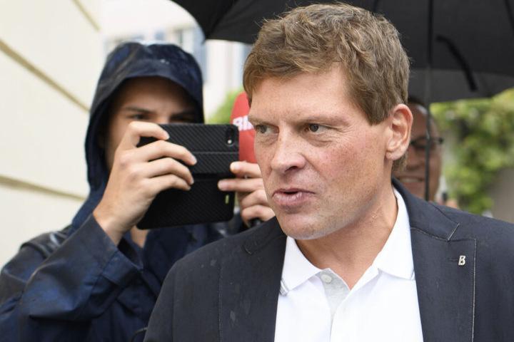 Wegen eines angeblichen Zwischenfalls am Hamburger Flughafen ermittelte die Polizei gegen Ex-Radsportprofi Jan Ullrich.