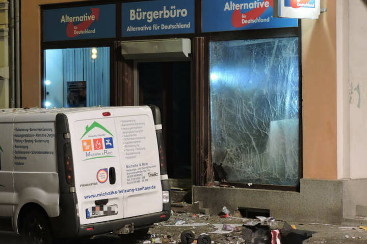 Vor dem AfD-Büro in Döbeln (Sachsen) ist es am Donnerstag zu einer Explosion gekommen.