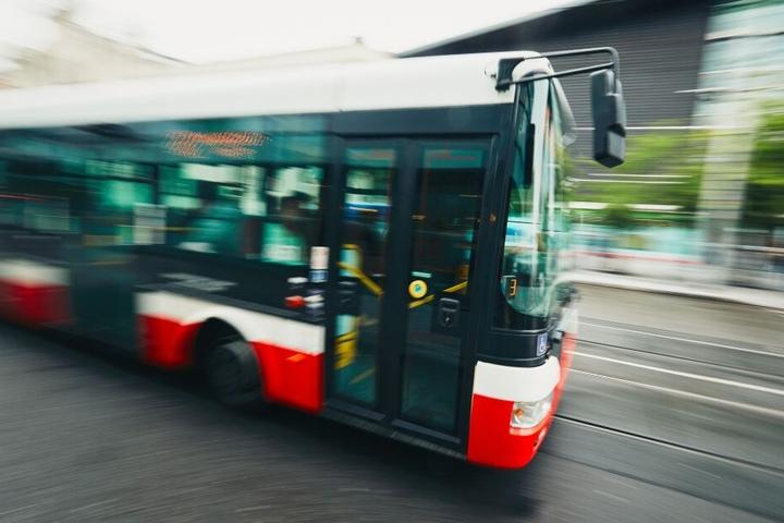 Der Dreh fand in dem Bus statt.