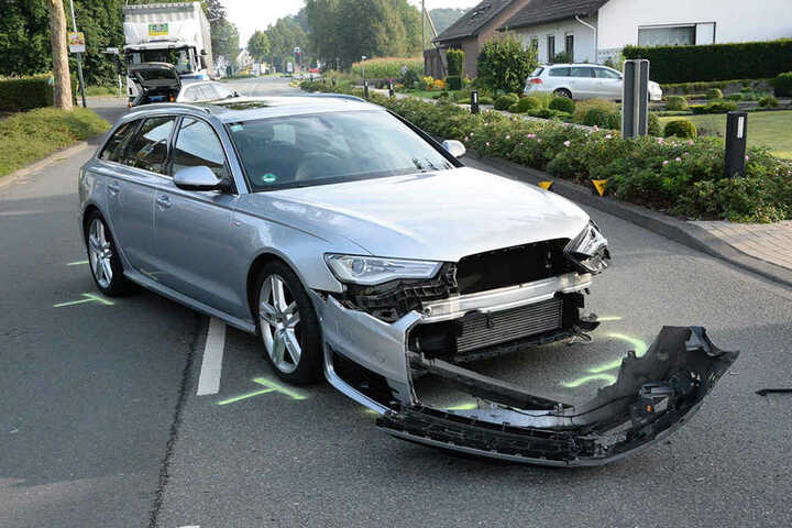 Der Audi A6 wollte nach links auf ein Firmengelände abbiegen.