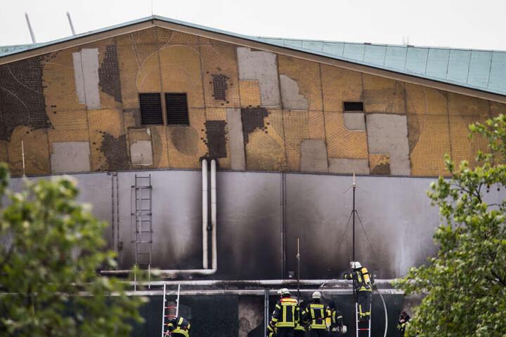 Das Feuer war im Dachstuhl des Gebäudes ausgebrochen.