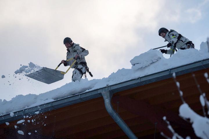 Auch Kräfte der Bundeswehr sind seit Tagen in den Krisengebieten im Einsatz. (Archivbild)