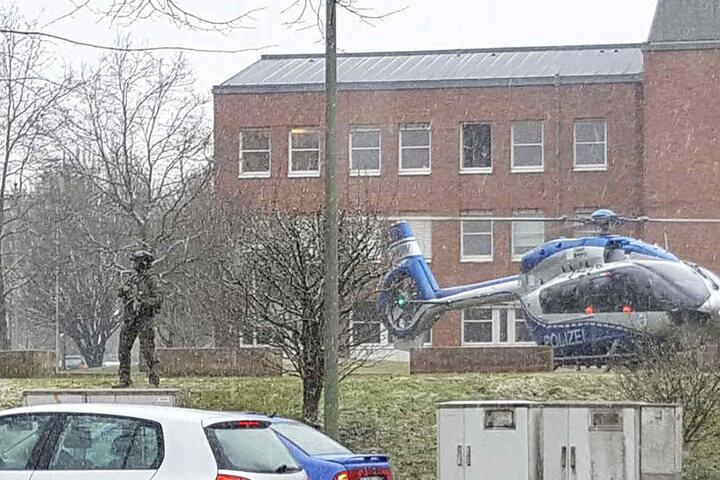 In einem Helikopter wurde der Verdächtige Jörg W. ins Polizeipräsidium gebracht.