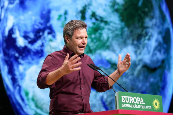 Robert Habeck, Bundesvorsitzender von Bündnis 90/Die Grünen, während der 43. Bundesdelegiertenkonferenz in Leipzig. Im Mittelpunkt des Parteitages stand die Verabschiedung des Europawahlprogramms und die Aufstellung der Bundesliste der Grünen für die Euro