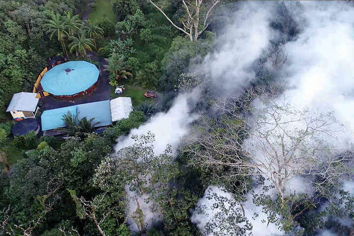 """Der vulkanische Smog, der sogenannte """"Vog"""", kann je nach Konzentration die Atemwege reizen. Die Gefahr sauren Regens steigt."""