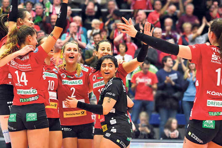 3:0 gewonnen! Der DSC feiert seinen Heimsieg gegen Wiesbaden - rechts Sasa Planinsec.
