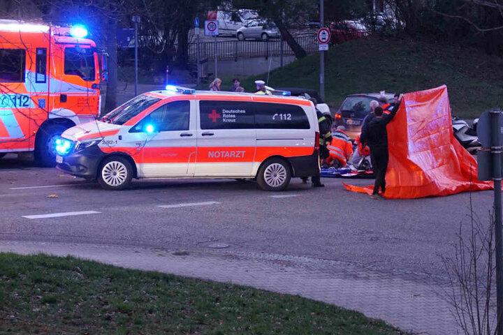 Jede Hilfe der Notärzte waren vergebens: Die 81-jährige Frau starb an ihren starken Verletzungen.