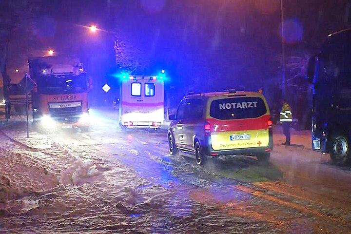 Glücklicherweise konnten sich Rettungswagen durch den Schnee kämpfen.