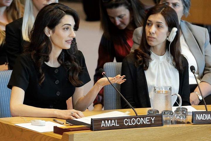 Menschenrechtsanwältin Amal Clooney neben Friedensnobelpreisträgerin Nadia Murad bei einer Debatte des UN-Sicherheitsrates zum Thema sexueller Missbrauch in Konflikten im Hauptquartier der Vereinten Nationen im April 2019.