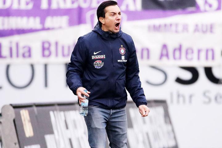 Engagiert an der Linie! Coach Daniel Meyer will mit seinem FCE heute in der Partie bei der SpVgg Greuther Fürth unbedingt punkten.