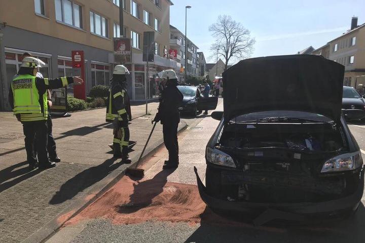Die Feuerwehr kümmerte sich um ausgelaufene Betriebsstoffe.