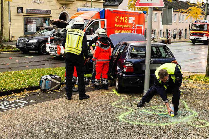 Feuerwehr und Polizei sicherten die Unfallstelle.
