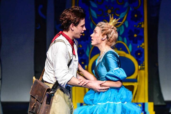 """Im Schauspielhaus begeistert das Märchen """"Der Teufel mit den drei goldenen Haaren"""" vor allem die kleinen Zuschauer."""