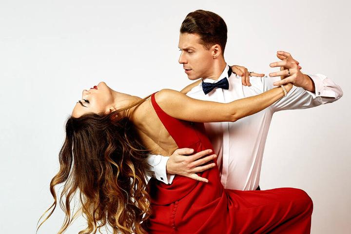 """Tanzen dieses Jahr um den Titel: Valentin Lusin (belegte dieses Jahr mit Schlagersängerin Ella Endlich Platz 2 bei """"Let's Dance"""") mit Tanz- und Ehepartnerin Renata."""