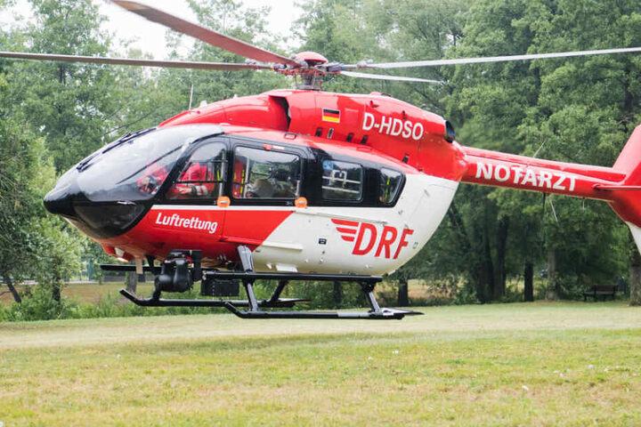 Ein Rettungshubschrauber brachte den schwer Verletzten ins Krankenhaus. (Symbolbild)