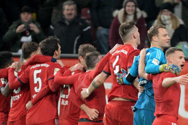 Der FC Bayern siegte mir 3:2 gegen den FC Augsburg Samstag.