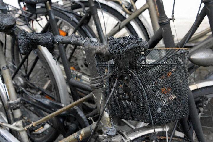 Die Fahrräder und auch die Wohnungen über dem Laden wurden stark in Mitleidenschaft gezogen.