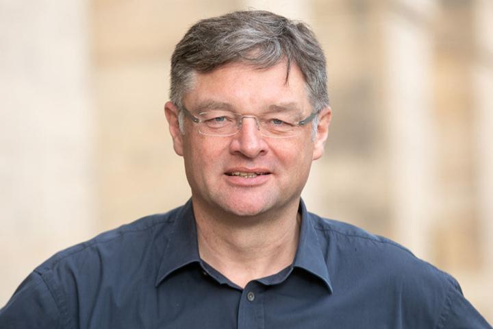 FDP-Chef Holger Zastrow (49) kämpft für den Erhalt aller Fahrspuren auf der Albertstraße.