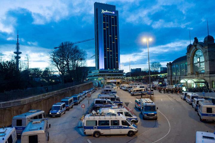 Linke Gruppen sollen zur Blockade des Dammtor-Bahnhofs aufgerufen haben (Archivbild).