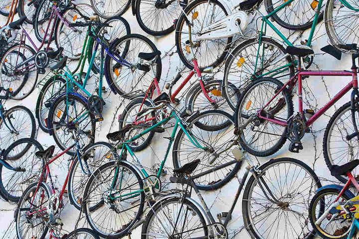 Ob neu oder alt, entsorgen oder reparieren, auf dem Berliner Fahrradmarkt erfüllen sich alle Radler-Träume.