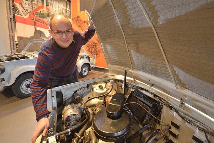 Was verbinden die Zwickauer mit Zwickau? Ist es vor allem der Trabant? Hier mit Museums-Chef Thomas Stebich (45) bei der Eröffnung der Trabi-Sonderausstellung im Horch-Museum.