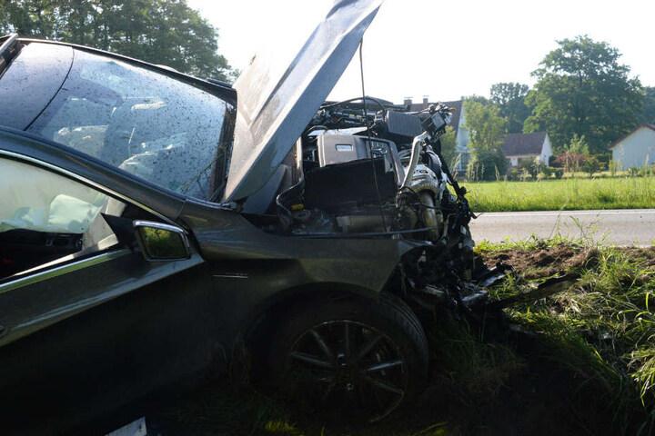 Der Beifahrer wurde schwer verletzt.