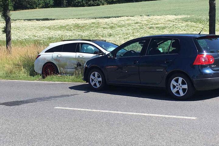 Der Mercedes  stieß in Folge des Unfalls mit einem VW zusammen.