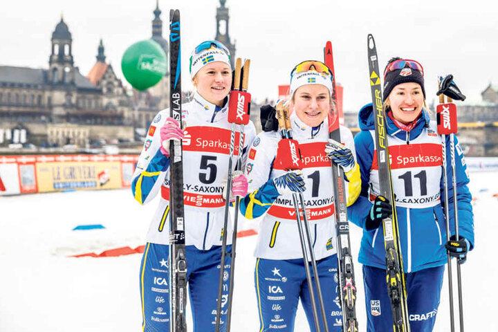 Die Schwedinnen Maja Dahlqvist (v.l.), Hanna Falk und die Amerikanerin Sophie Caldwell machten den Sieg unter sich aus. Am Ende hatte Flak vor ihrer Landmann die Nase vorn.