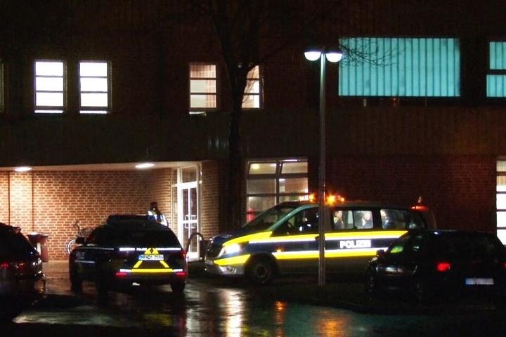 Der 25-Jährige verschanzte sich mit den Kindern in dem Gebäude.