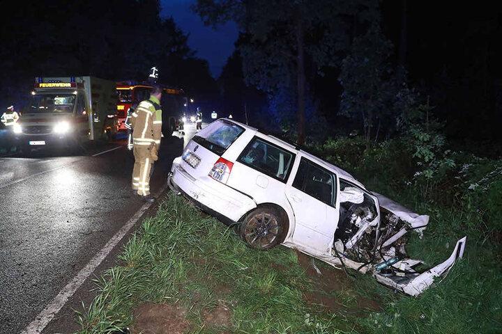 Wie durch ein Wunder konnte sich der Fahrer selbst aus dem Wrack befreien.