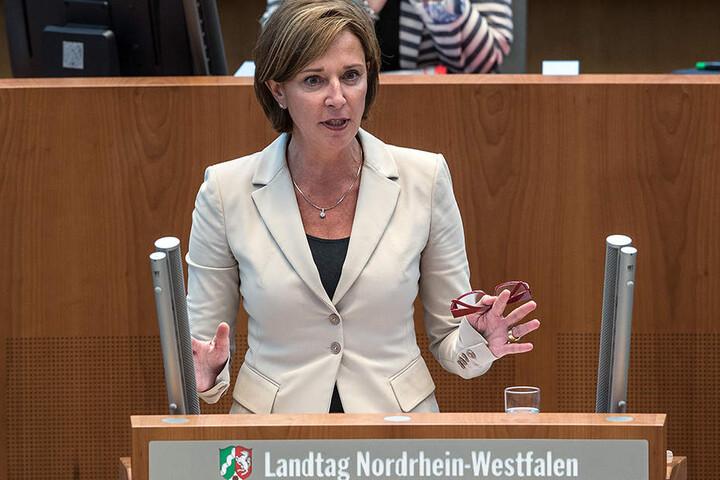 NRW-Schulministerin Yvonne Gebauer (FDP) will Lehrerengpässe mit Fachkräften aus der Wirtschaft füllen.