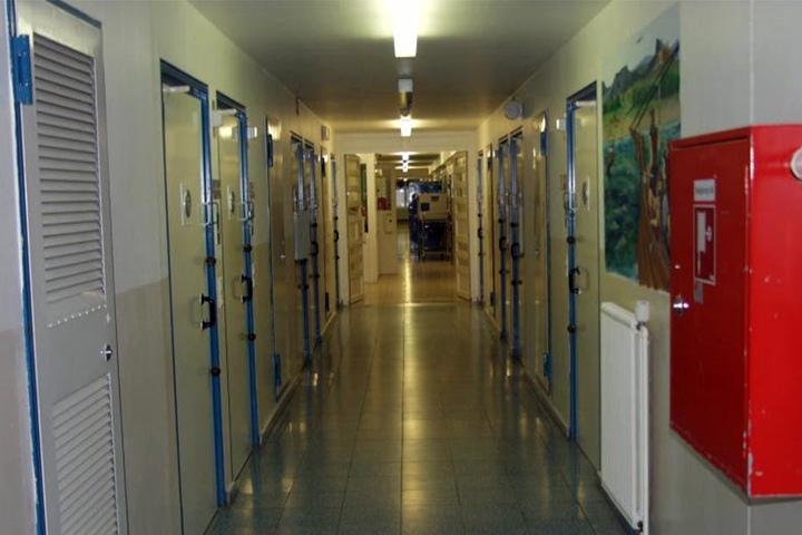 Die Zellen sind voll, an Personal fehlt's!