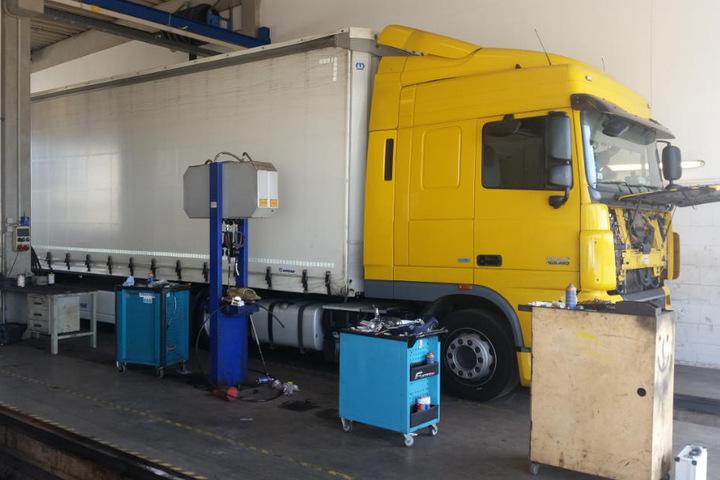 Die Polizei überprüft Lastwagen mittlerweile sehr genau und lässt sie anschließend in Fachwerkstätten zurückbauen.