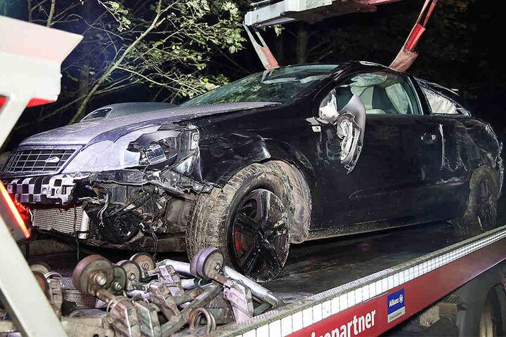 Bei dem Unfall wurde der 18-jährige Fahrer schwer verletzt.