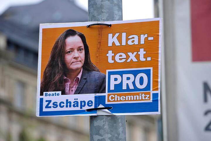 """Die Satire-Partei """"Die Partei"""" veröffentlichte bei Twitter Fotos neuer Wahlplakate mit NSU-Terroristin Beate Zschäpe (44) als Pro-Chemnitz-Kandidatin."""