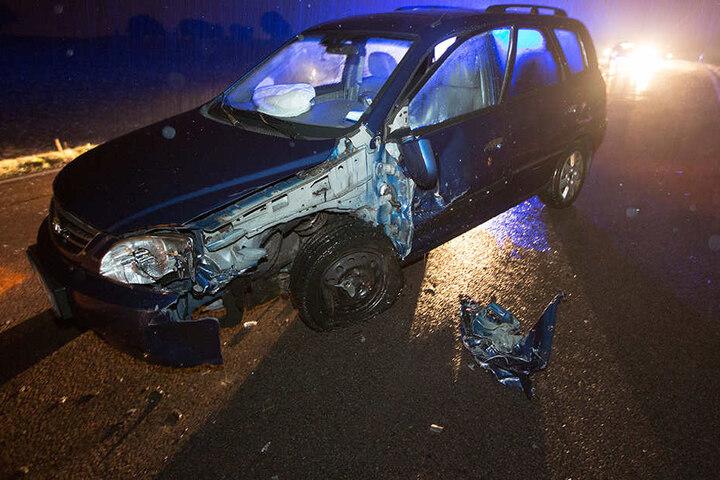 Bei dem Kia wurde Karosserie stark beschädigt.