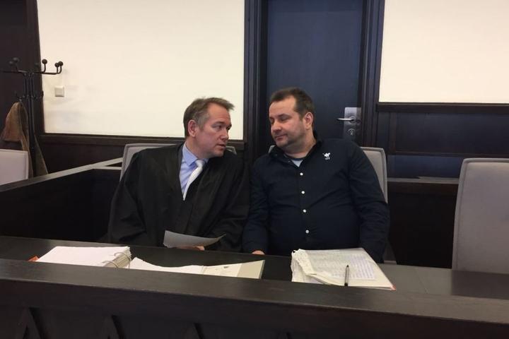 Wilfried W. ist mit seinem Anwalt bereits im Saal.