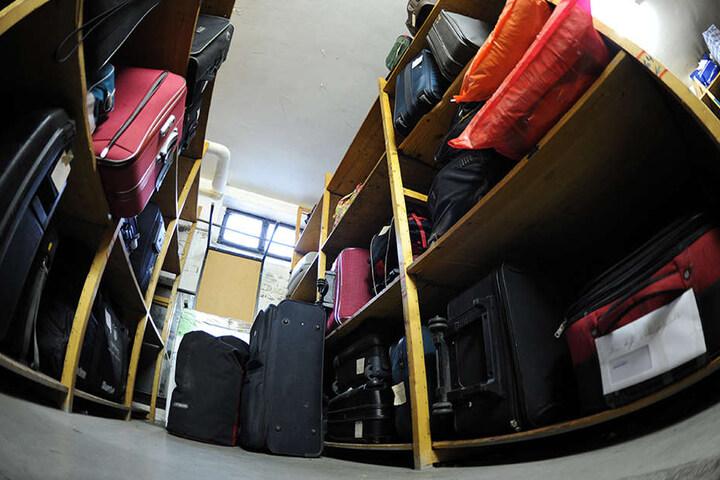 Zahlreiche Koffer und andere Fundsachen suchen neue Besitzer.